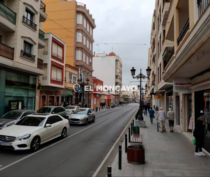 Local comercial - Alquiler larga estancia - Guardamar del Segura - Centro