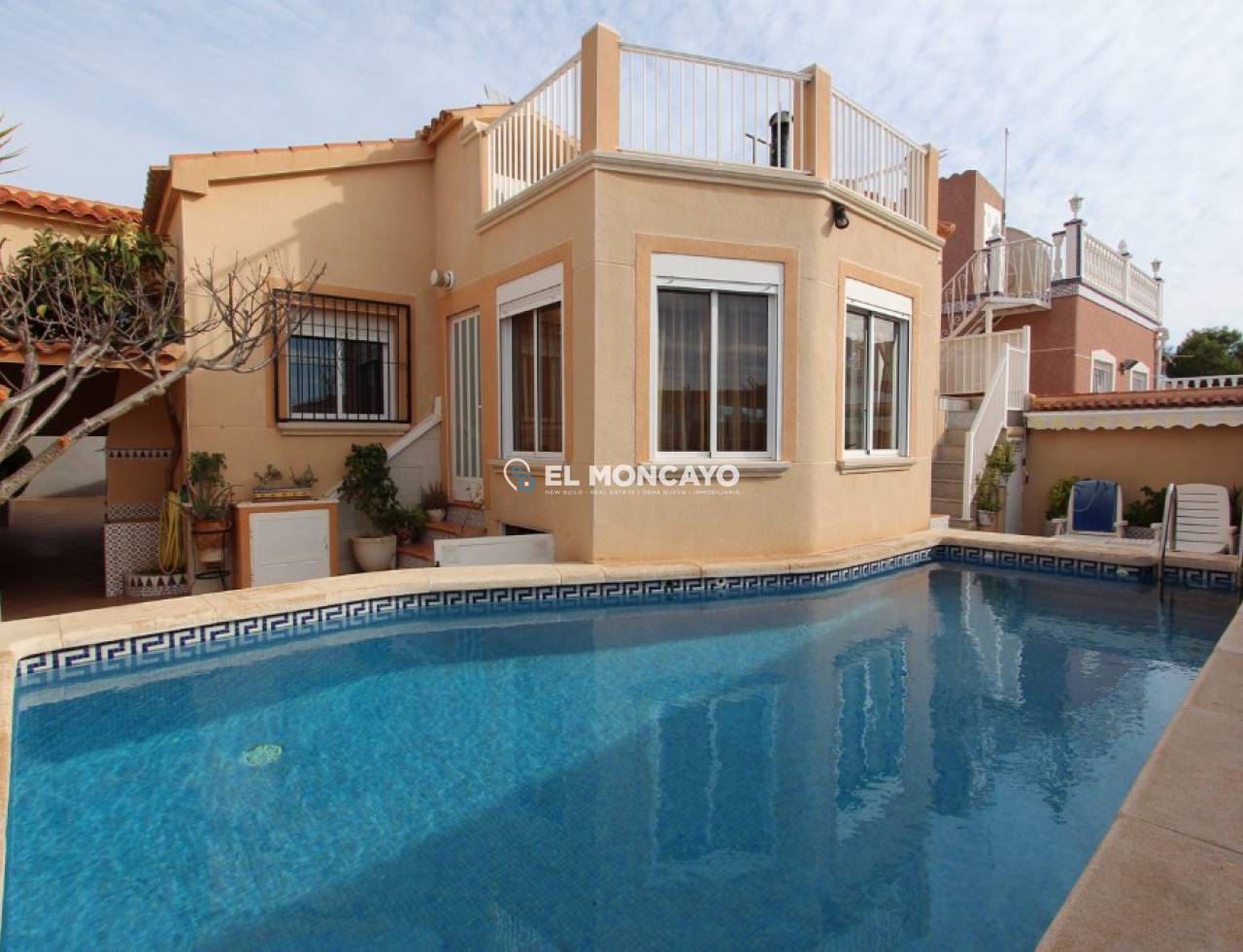 Magnificent villa with bedrooms pool and gym in the