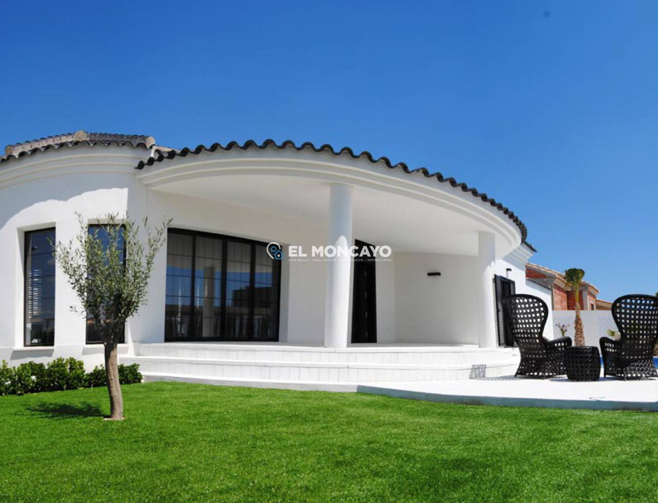 Villa new construction to 4 km from the beach (2)