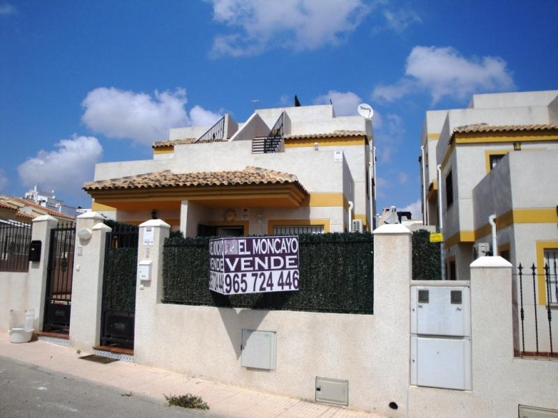 For sale: 2 bedroom bungalow in La Marina