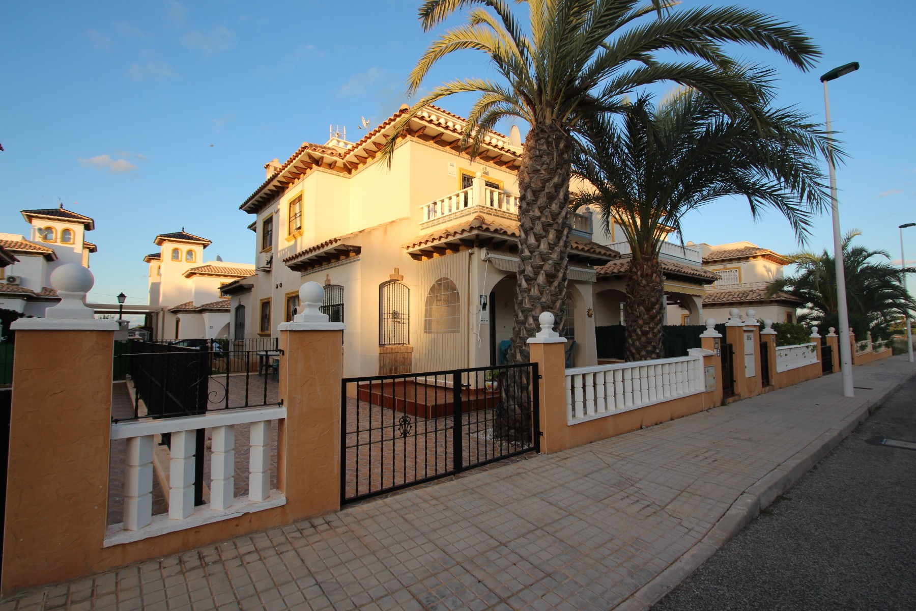 Ref:Emp 4321-XCK-94 Bungalow For Sale in La Marina