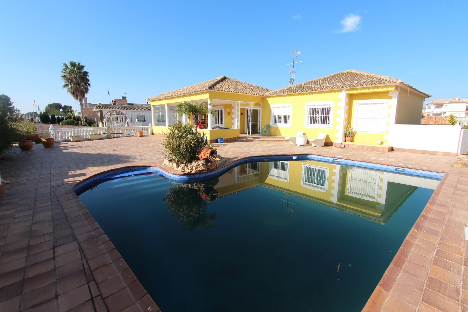 Ref:Emp 4412-OD Villa For Sale in La Marina